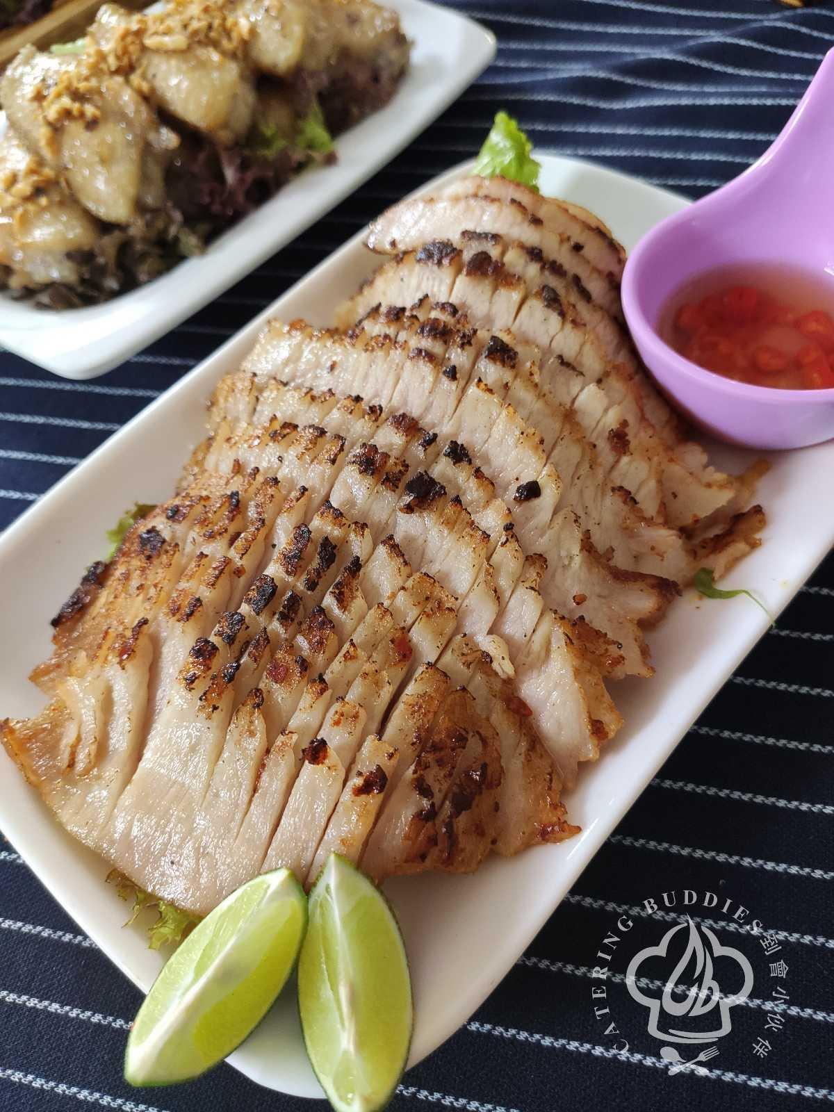 香燒豬頸肉配泰式魚露青檸汁 (約12件)